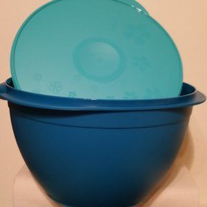 Tupperware New super salad bowl with serving